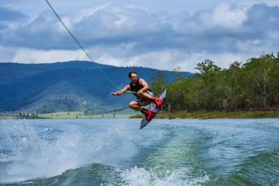 Wakeboarding vs. Kneeboarding